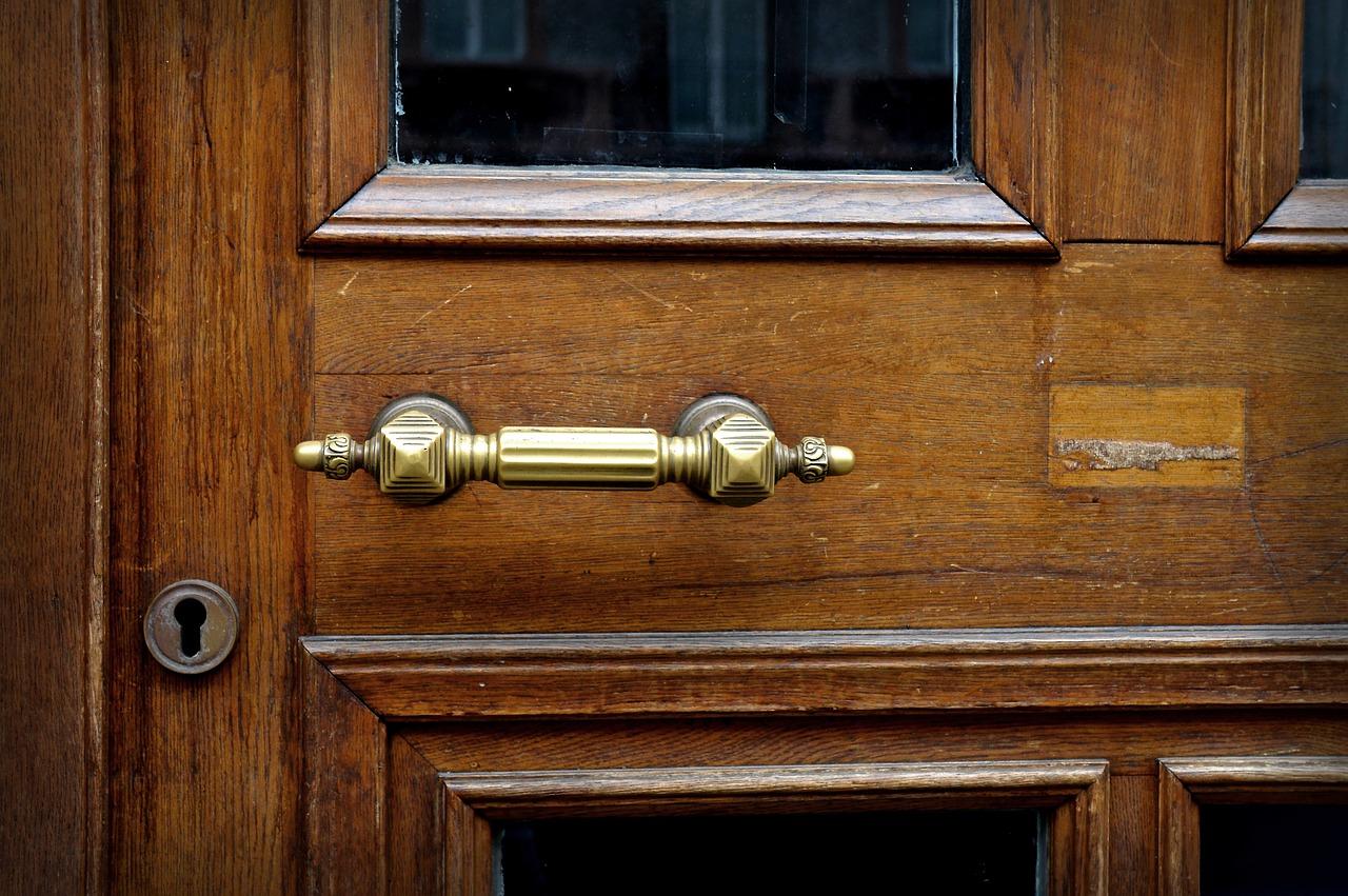 Pourquoi préférer les portes en bois ?